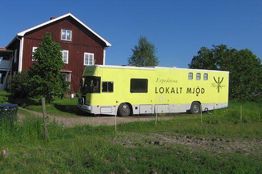 Mjödhamnen Met Bus die fahrende Met Kellerei